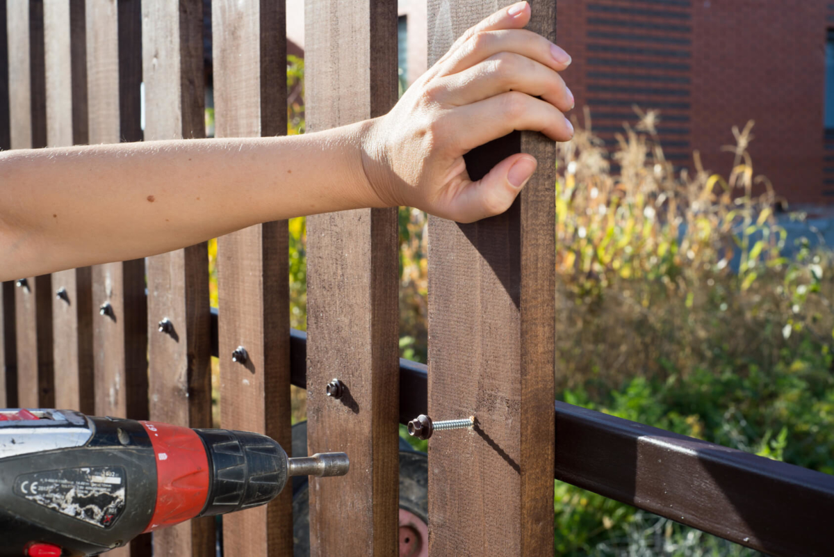 wooden fence restoration in minneapolis