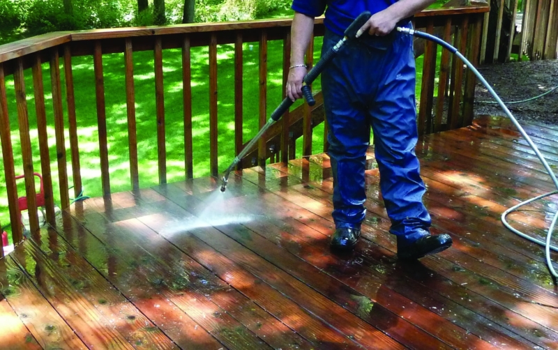 wooden deck power washing in minneapolis